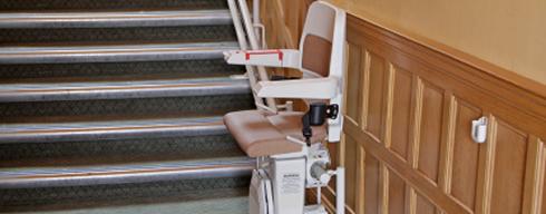 rollstuhl lift treppenlift preise mieten gebraucht oder neu kaufen. Black Bedroom Furniture Sets. Home Design Ideas